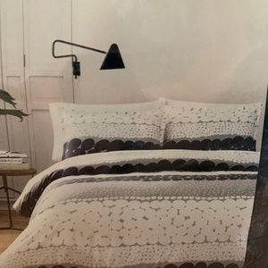 NWT - Full/Queen Black & White Comforter Set